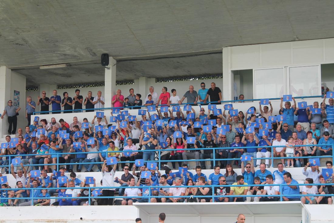 Afición de la UD Almansa en el Paco Simón