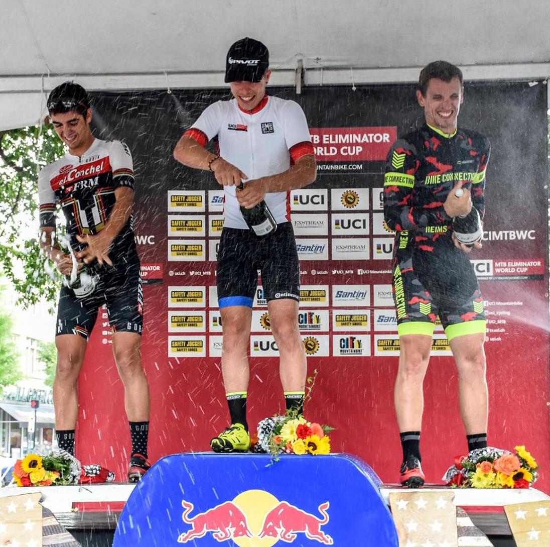 Alberto Mingorance en el podio