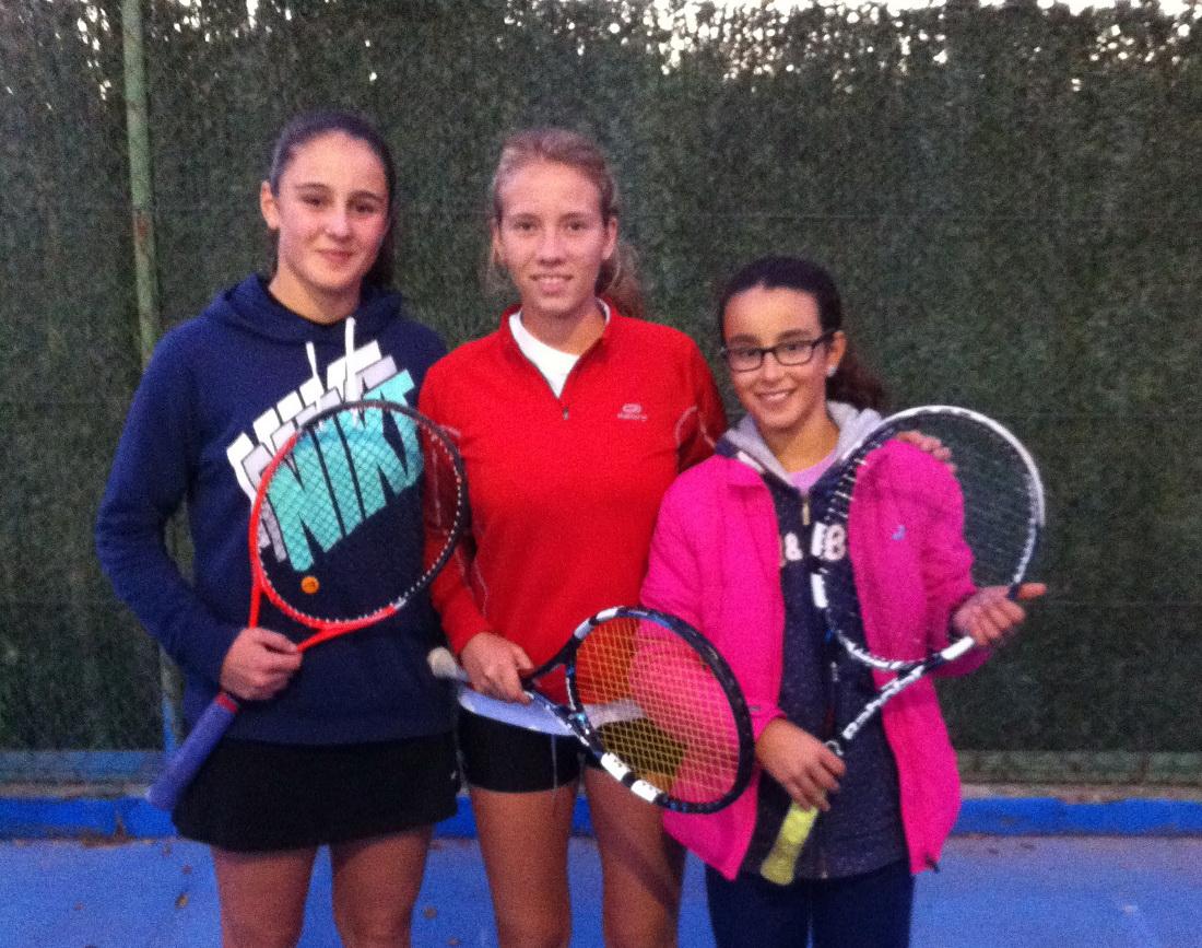 Ana Isabel Fraile, Ainhoa Garijo y Blanca Cortijo, del equipo Albatenis
