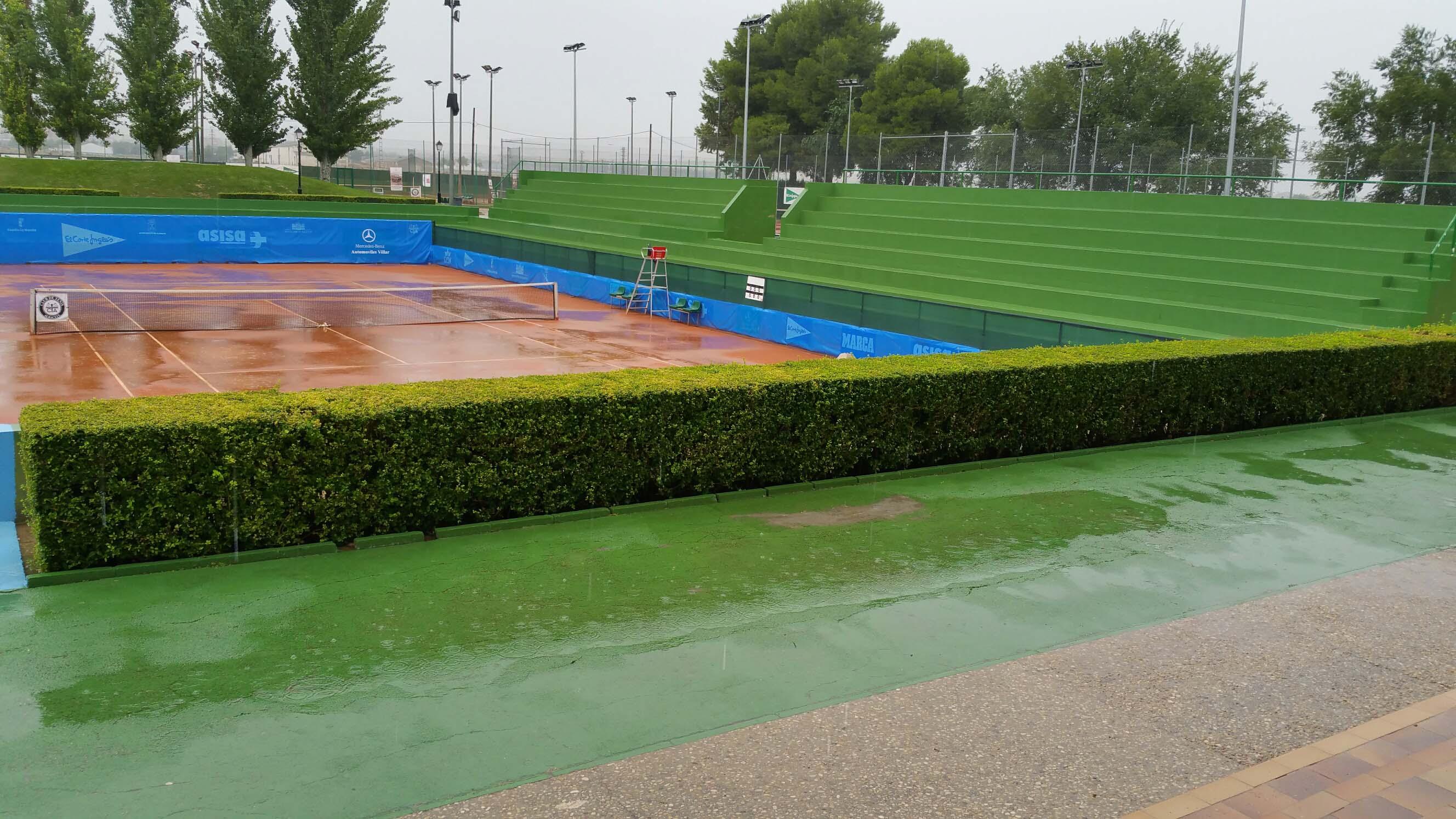 Aspecto de la pista central con la lluvia