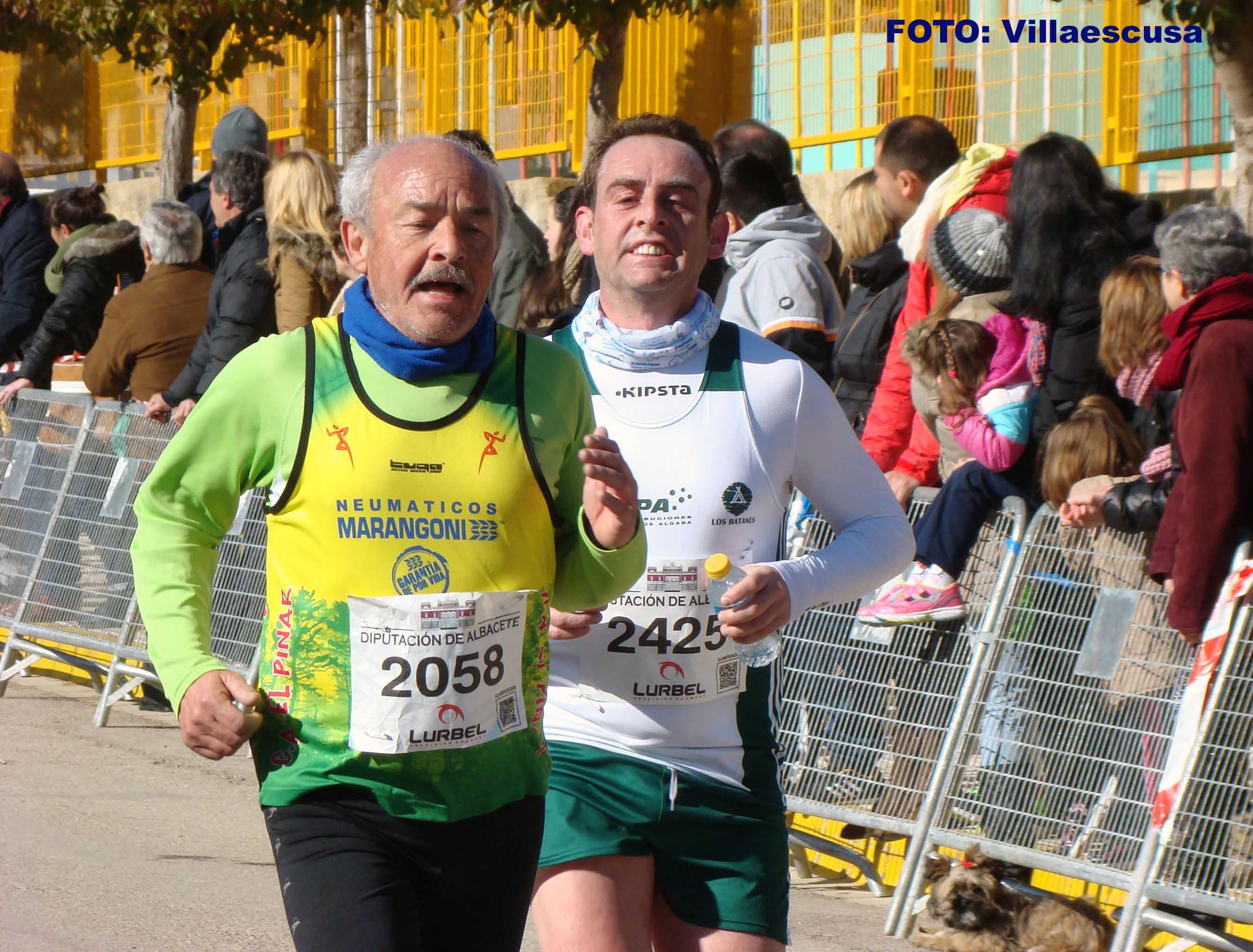 Atletas en Balazote (Foto: Paco Villaescusa)