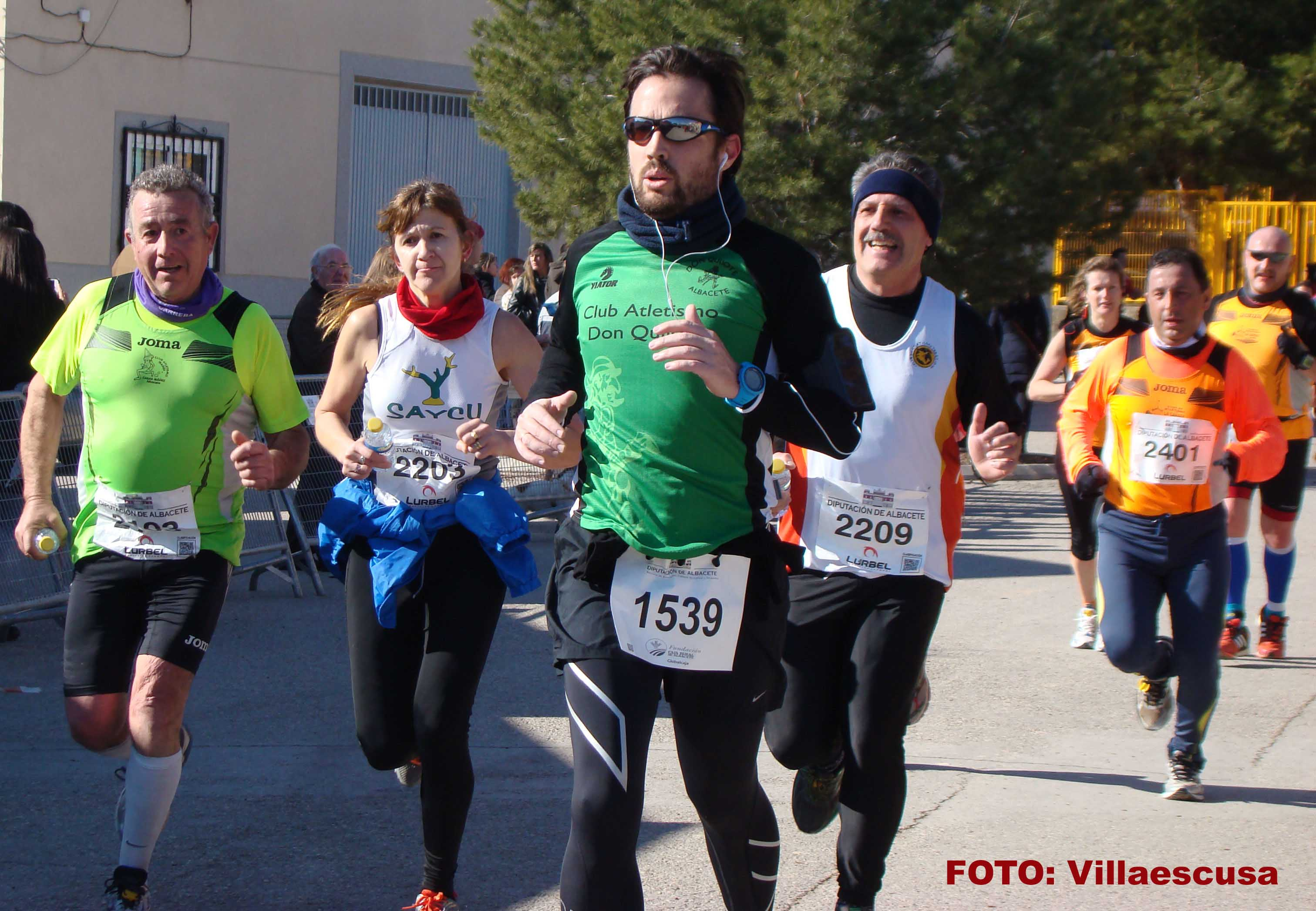 Atletas en la Carrera Popular de Balazote (Foto: Paco Villaescusa)