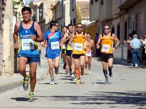 Atletas en la IX Carrera Popular de Hoya Gonzalo