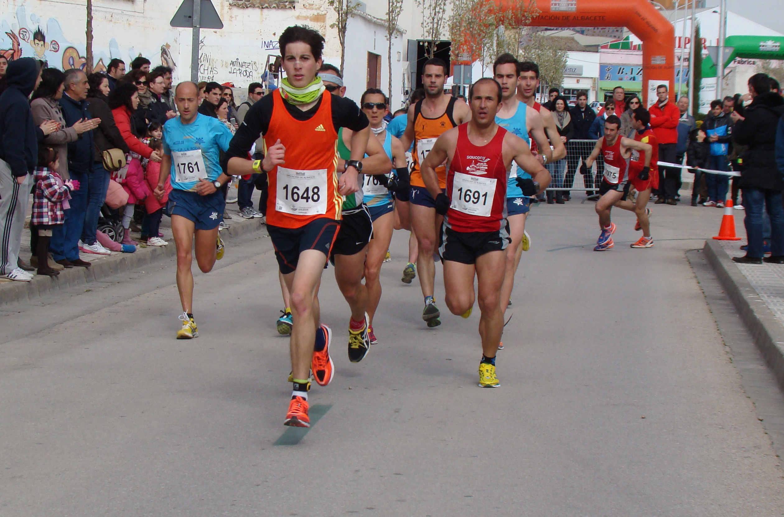 Atletas populares en La Roda (Foto: Paco Villaescusa)