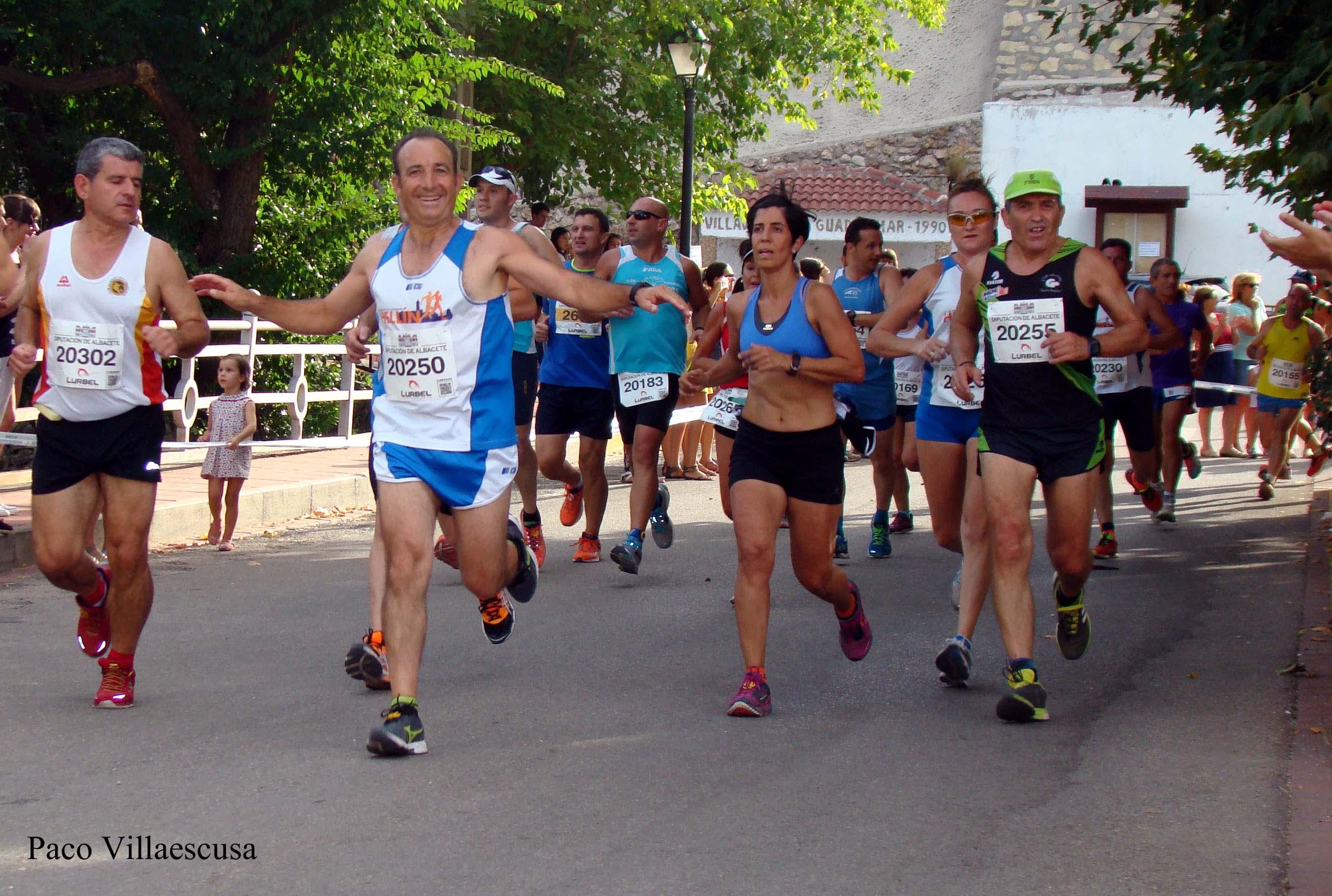 Atletas populares en la IV Carrera Popular de Villaverde de Guadalimar (Foto: Paco Villaescusa)