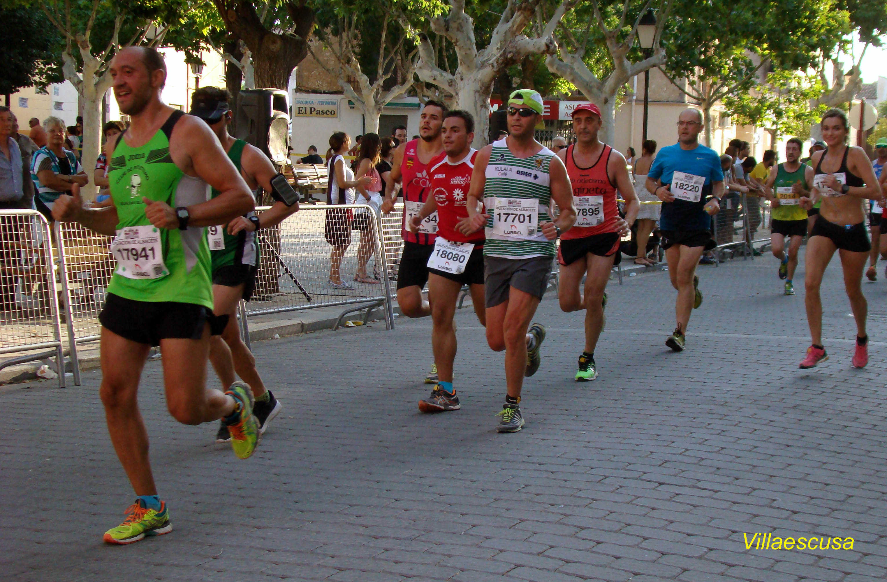 Atletas populares en la VII Carrera Popular de Mahora (Foto: Paco Villaescusa)