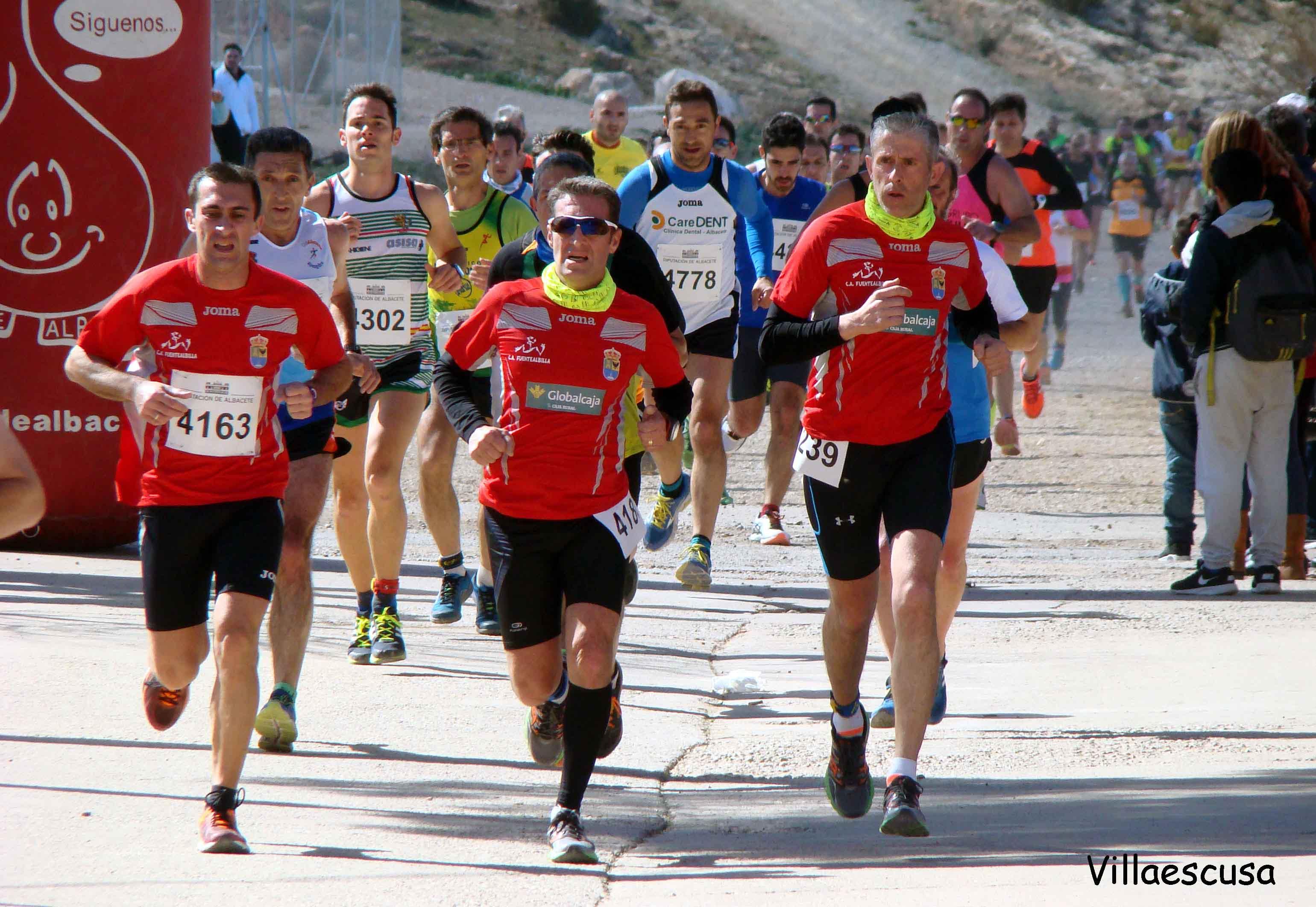 Atletas populares en la VIII Carrera Popular de Fuentealbilla (Foto: Paco Villaescusa)