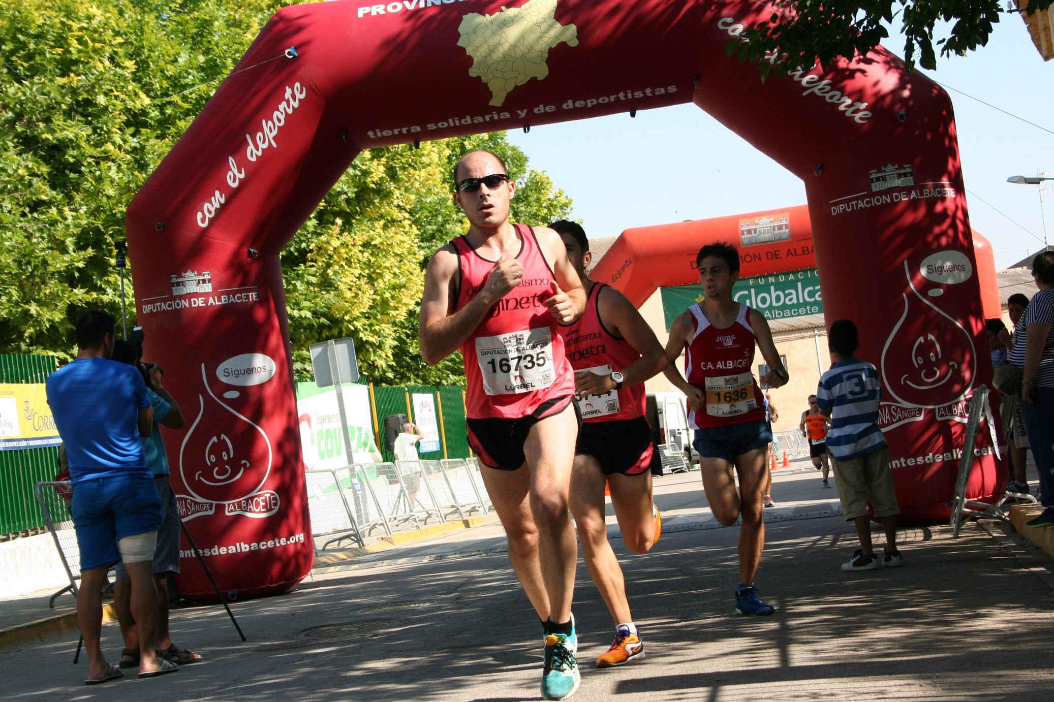 Atletas populares en la VIII Carrera Popular de La Gineta