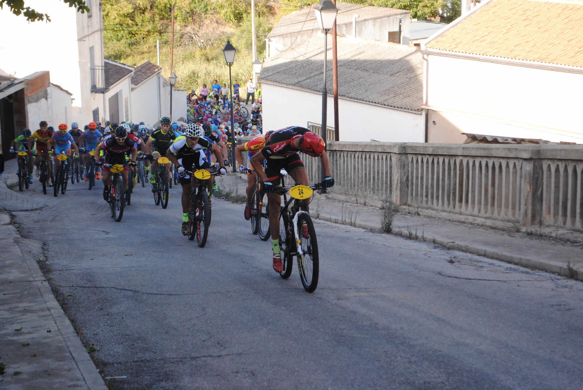 Corredores durante la prueba BTT de Villaverde de Guadalimar (Foto: Prodepor)