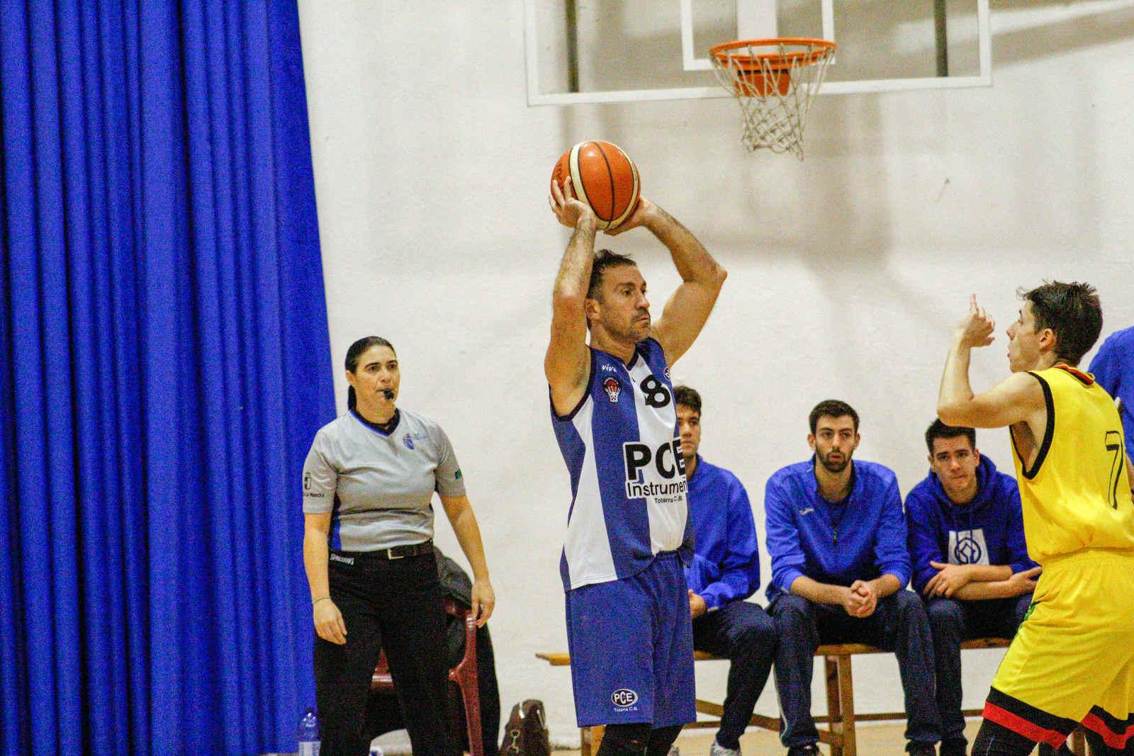 Diego Fox con el PCE Instruments Tobarra