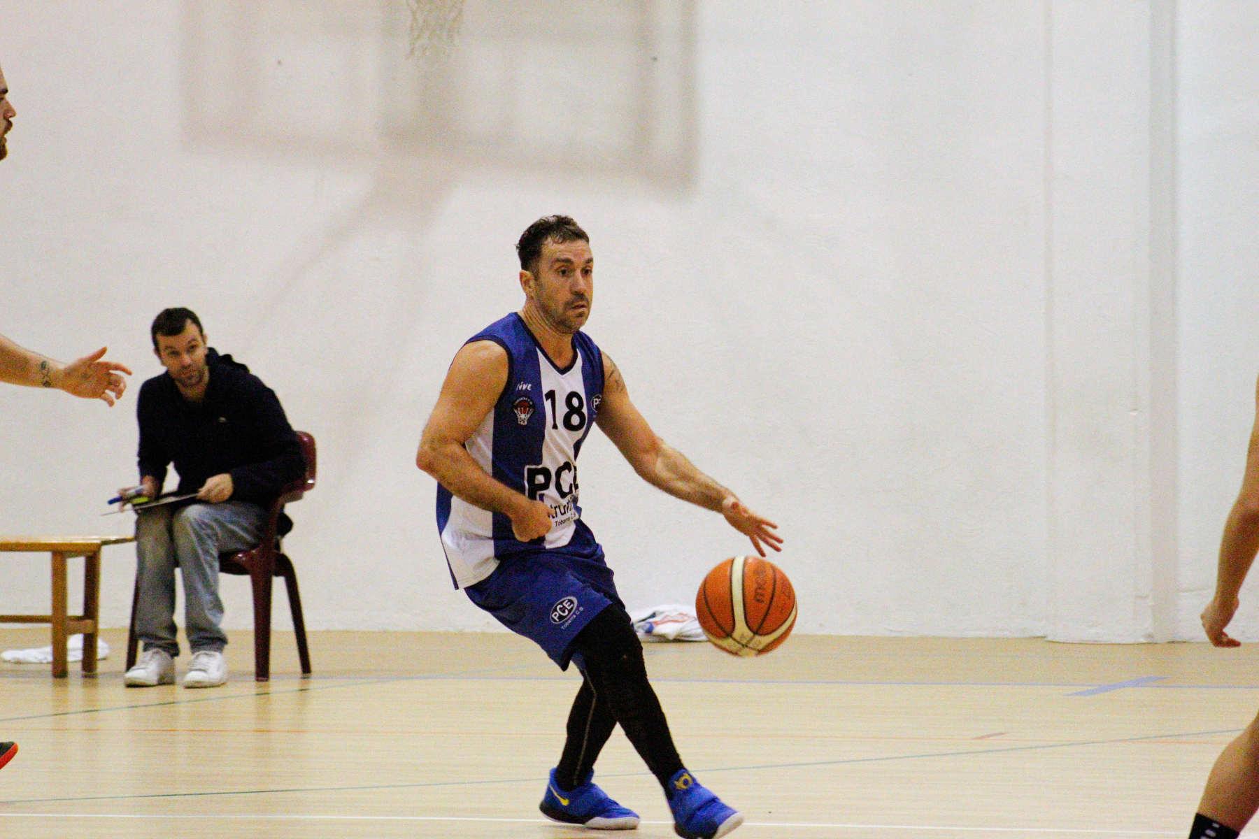 Diego Fox con la camiseta del PCE Instruments Tobarra