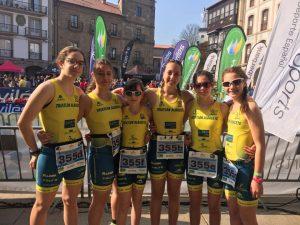 Equipo escolar femenino del Club Triatlón Albacete en Avilés