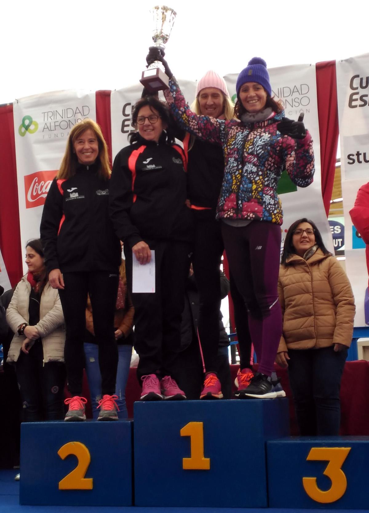 Equipo femenino del Club de Atletismo Albacete-Diputación en Santa Pola