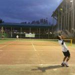 Imagen de un partido del XV Trofeo de Navidad de Tenis y Pádel El Corte Inglés