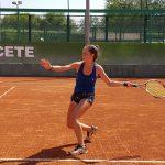 Imagen de una tenista en el Club Tenis Albacete