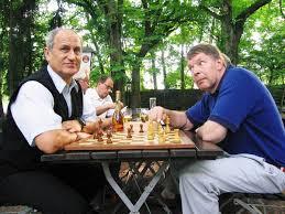 Joachim Deckarm jugando al ajedrez (Foto: recursos.handballspain2013.com)