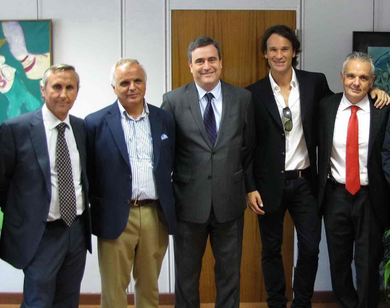 Miguel Cardenal, junto a miembros de la RFET