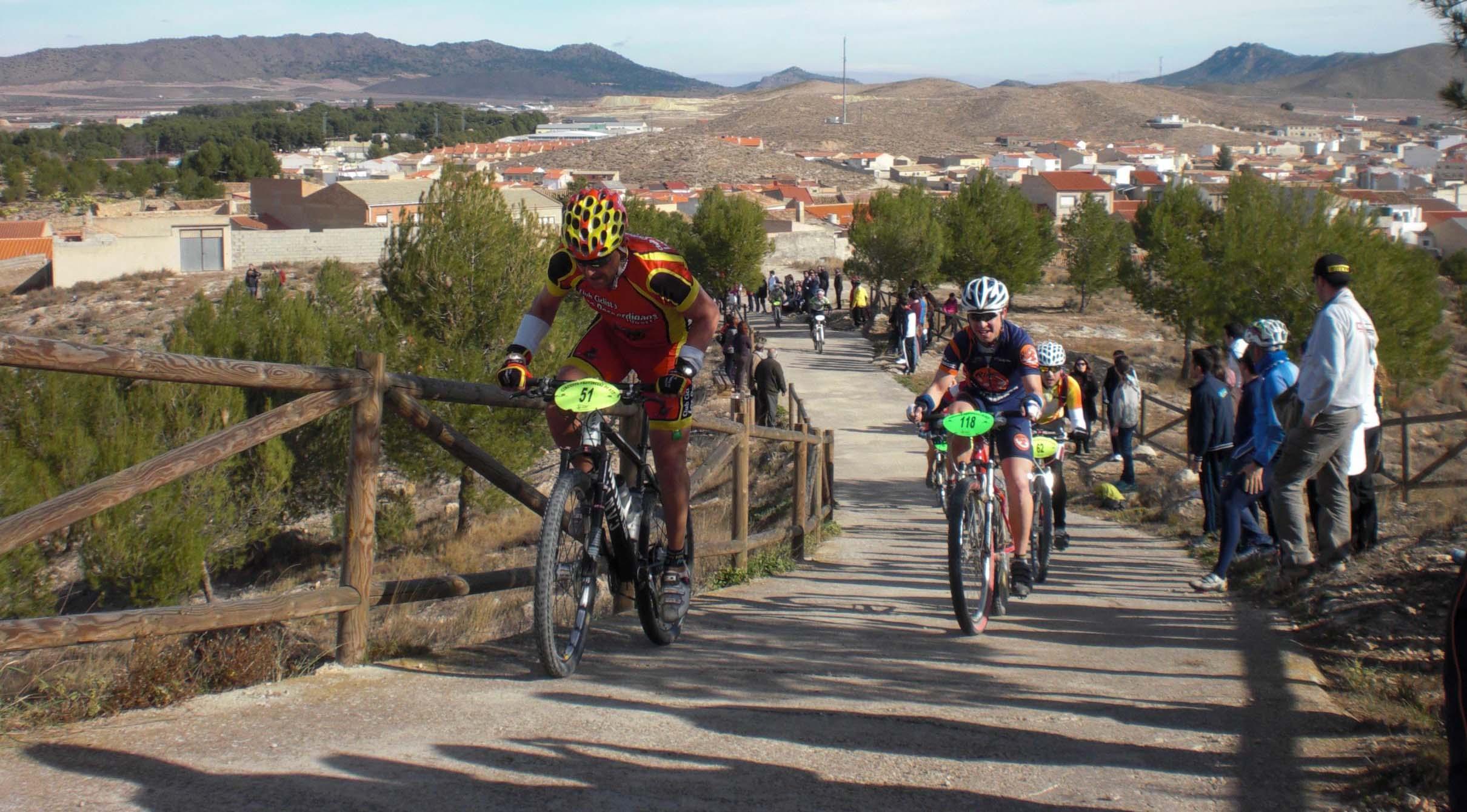 Participantes subiendo el reloj (Foto: Prodepor)