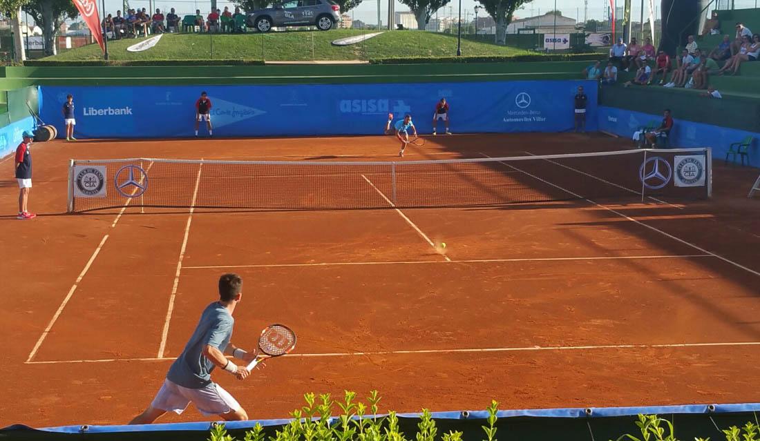 Quino Muñoz y Bernabé Zapata durante su partido en el XXXII Trofeo Internacional de Tenis Ciudad de Albacete