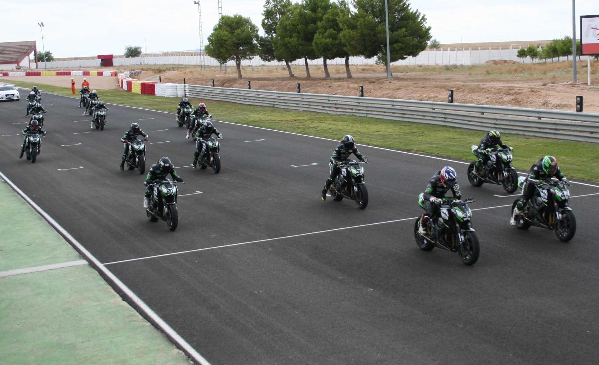 Salida de la Kawasaki ZCup (Foto: Circuito)