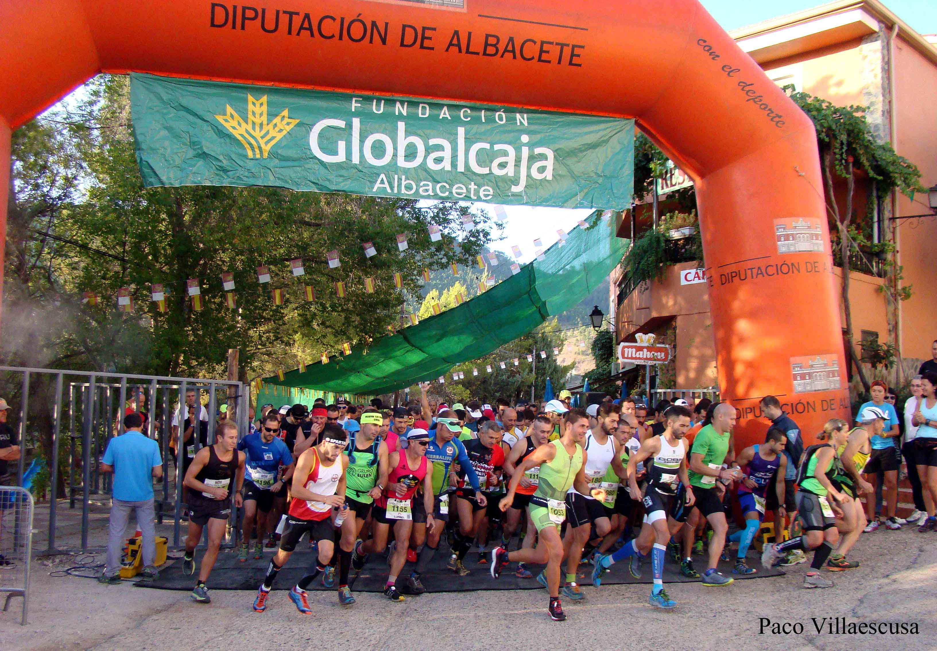 Salida de la prueba de trail de Paterna del Madera (Foto: Paco Villaescusa)