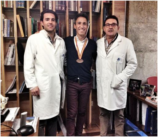 Severino Felipe con los doctores Vellando